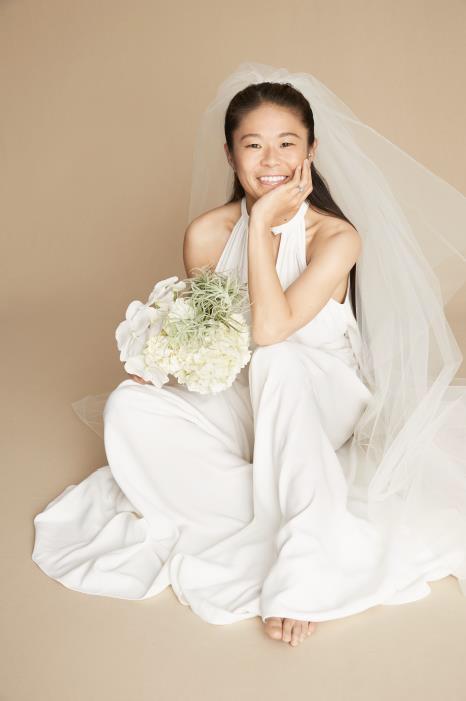 新婚・澤穂希が純白ウェディングドレス姿を披露…気になる挙式は「1年後を予定」