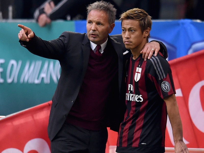 during the Serie A match between AC Milan and US Sassuolo Calcio at Stadio Giuseppe Meazza on October 25, 2015 in Milan, Italy.