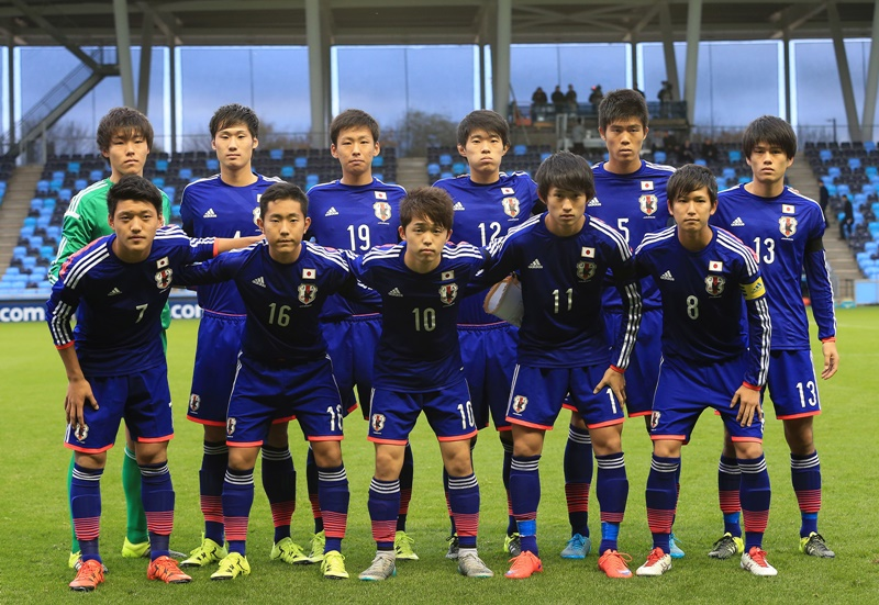 MANCHESTER, ENGLAND - NOVEMBER 15: The Japan side line up prior to the U19 International friendly match between England and Japan at Manchester City Academy Stadium on November 15, 2015 in Manchester, England. (Photo by Dave Thompson/Getty Images)