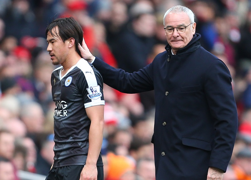 LONDON, ENGLAND - FEBRUARY 14 :  Claudio Ranieri manager of Leicester City with Shinji Okazaki of Leicester City during the Barclays Premier League match between Arsenal and Leicester City at the Emirates Stadium on February 14, 2016 in London, England.  (Photo by Catherine Ivill - AMA/Getty Images)