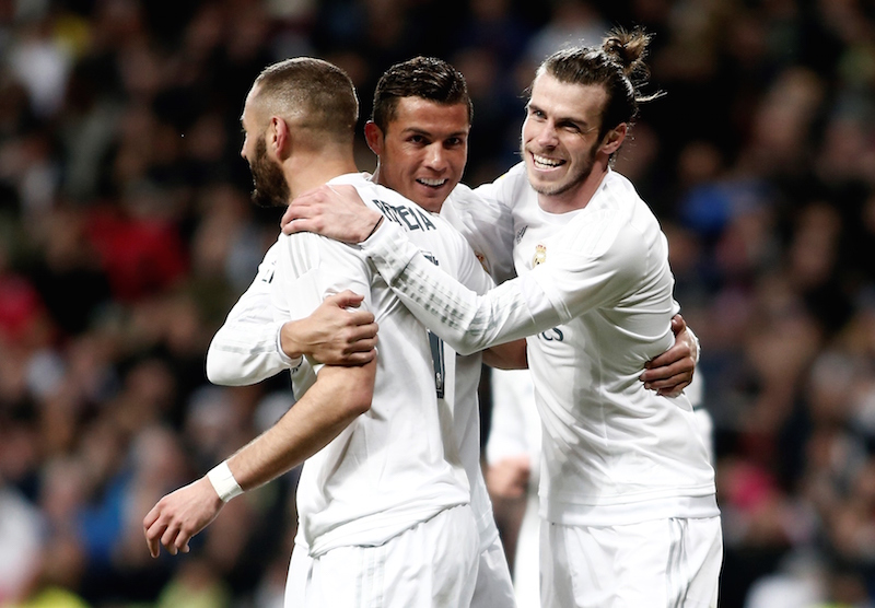 MADRID, SPAIN - MARCH 20: Gareth Bale (R), Cristiano Ronaldo (C) and Karim Benzema of Real Madrid celebrate after scoring a goal during the La Liga football match between Real Madrid CF and Sevilla FC at Estadio Santiago Bernabeu on March 20, 2016 in Madrid, Spain.  spanya Birinci Futbol Ligi (La Liga) 30. hafta m¸cadelesinde, Real Madrid ile Sevilla takmlar Madriddeki Santiago Bernabeu Stadnda kar karya geldi. Real Madrid takmnn futbolcusu Gareth Bale (sada), att gol¸n ardndan sevincini takm arkadalar Cristiano Ronaldo (ortada) ve Karim Benzema ile paylat. (Photo by Burak Akbulut/Anadolu Agency/Getty Images)