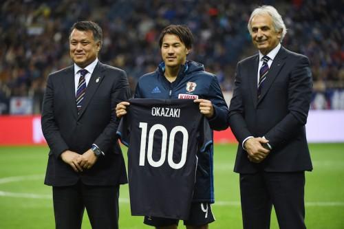 「幸せな瞬間」の100試合達成も…岡崎「偉大な先輩はもっと逞しかった」