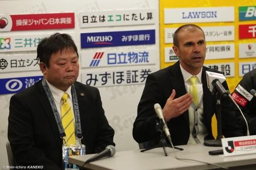 柏、メンデス監督が3試合で退任…下平隆宏ヘッドコーチが後任に