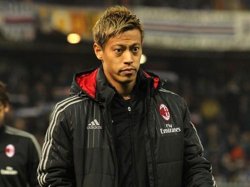 新監督初戦で出番なし…本田の移籍報道再燃か、英2クラブが獲得に名乗り