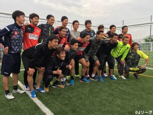 浦和の槙野&西川らが被災地訪問…熊本のサッカー教室にサプライズ登場