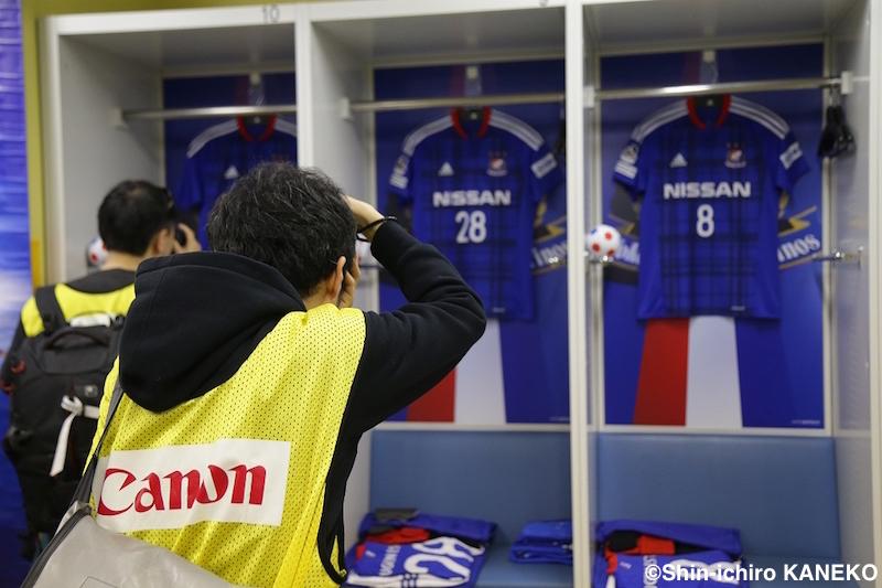 異例とも言える試合前のロッカールームでも撮影が行われた [写真]=兼子愼一郎