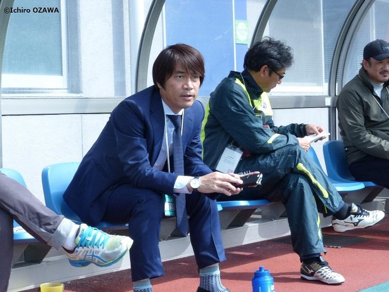 試合を見守る中西哲生氏 [写真]=小澤一郎