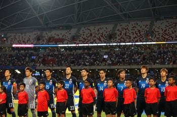SINGAPORE - NOVEMBER 12: Japan players line up on the pitch during the 2018 FIFA World Cup Qualifier match between Singapore and Japan at National Stadium on November 12, 2015 in Singapore.  (Photo by Suhaimi Abdullah/Getty Images)