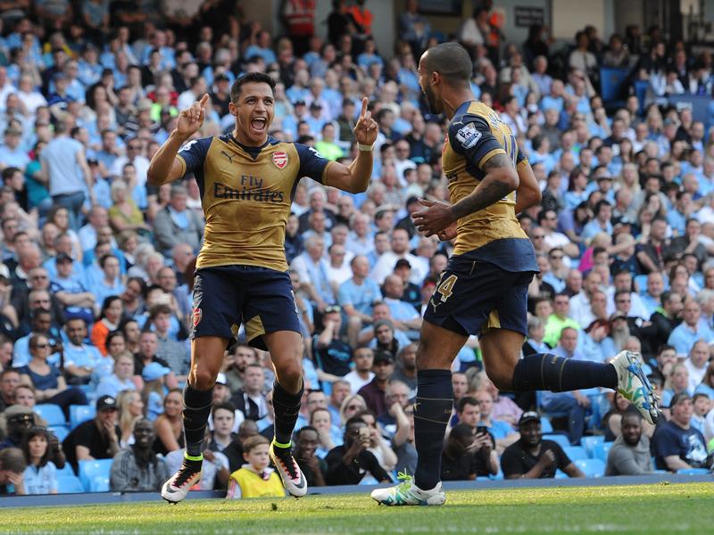 同点ゴールを喜ぶサンチェス(左) [写真]=Arsenal FC via Getty Images