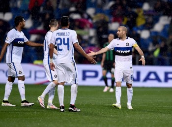 REGGIO NELL'EMILIA, ITALY - MAY 14:  Rodrigo Palacio of FC Internazionale #8 celebrates after scoring the first goal during the Serie A match between US Sassuolo Calcio and FC Internazionale Milano at Mapei Stadium - Citta�� del Tricolore on May 14, 2016 in Reggio nell'Emilia, Italy  (Photo by Claudio Villa - Inter/Inter via Getty Images)