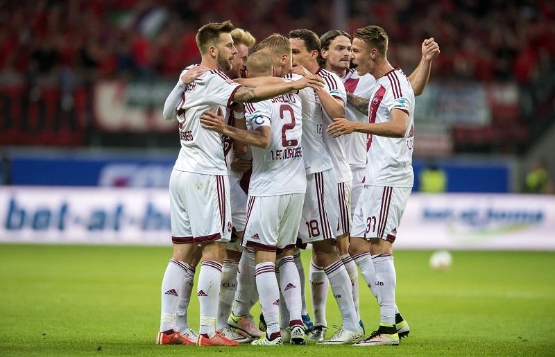 先制ゴールを奪い、喜ぶニュルンベルクの選手ら [写真]=Getty Images