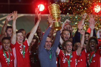 BERLIN, GERMANY - MAY 21:  Head coach of Bayern Muenchen Pep Guardiola lifts the trophy with his team to celebrate victory after the DFB Cup Final match between Bayern Muenchen and Borussia Dortmund at Olympiastadion on May 21, 2016 in Berlin, Germany.  (Photo by Alexander Hassenstein/Bongarts/Getty Images)