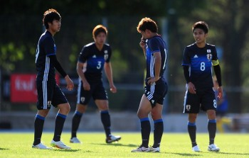 AUBAGNE, FRANCE - MAY 23: Members of the Japan side cut dejected figures at the final whistle during the Toulon Tournament match between Japan and Portugal at Stade De Lattre on May 23, 2016 in Aubagne, France. (Photo by Harry Trump/Getty Images)