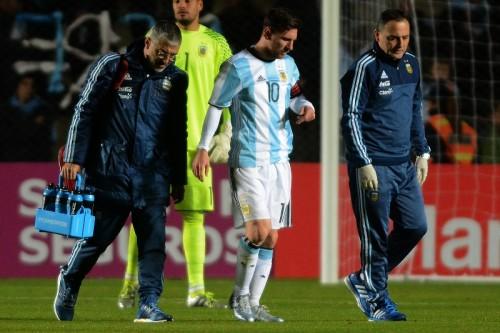 アルゼンチン、イグアイン弾で勝利もメッシが負傷交代…コパ開幕に向け不安