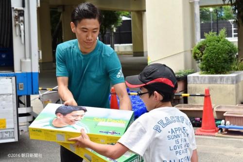 香川、被災地の熊本訪問時にマットレスとまくら500個を届ける