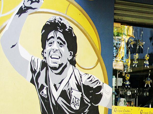 """アルゼンチン人にとってマラドーナは""""神""""か""""恥""""か…30年間での変化と不変"""