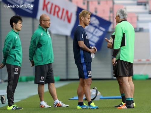 「まだ痛みが」…本田、キリン杯初戦欠場へ「期待を込めて見たい」