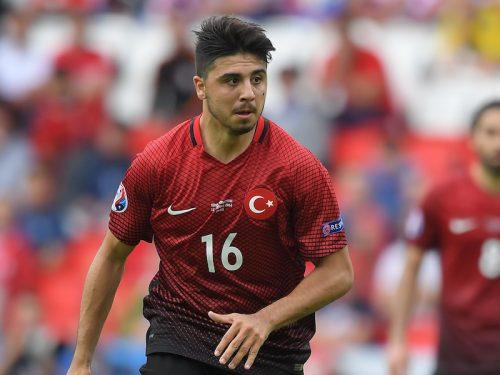トルコ代表MF、髪型整えたその瞬間…スーパーゴールを叩き込まれる