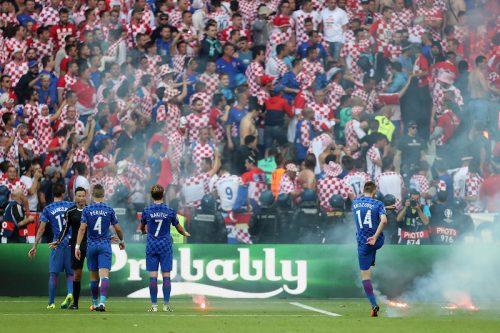 ファン騒動の試合中断で明暗…クロアチア、終了間際にPK献上でチェコとドロー