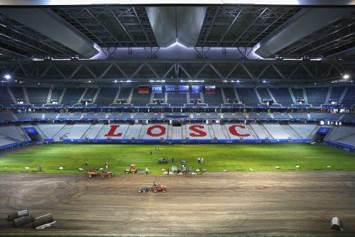 ユーロ開催地、決勝Tへ向け芝を交換…ピッチコンディションが問題に