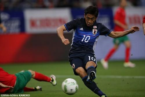 """香川が鮮烈2ゴールの大活躍…前半に負傷交代も""""背番号10""""の存在感を発揮"""