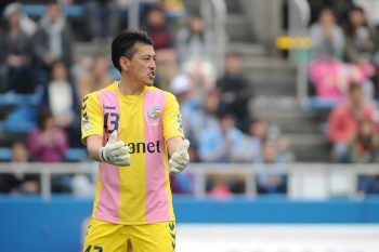 YOKOHAMA, JAPAN - APRIL 19:  (EDITORIAL USE ONLY) Yuki Uekusa #43 of V-Varen Nagasaki looks on during the J.League second division match between Yokohama FC and V-Varen Nagasaki at Nippatsu Mitsuzawa Stadium on April 19, 2015 in Yokohama, Kanagawa, Japan.  (Photo by Masashi Hara/Getty Images)