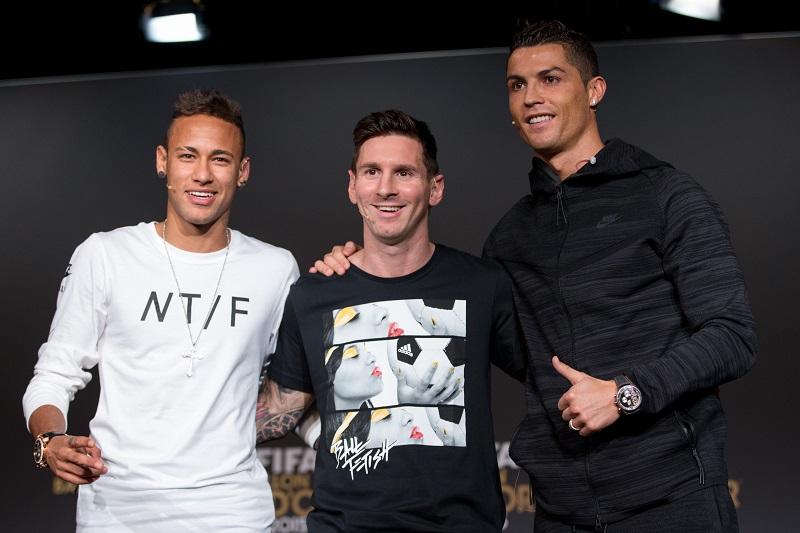 2015年のFIFAバロンドール最終候補者に選ばれたネイマール(左)、メッシ(中央)、C・ロナウド(右) [写真]=Getty Images