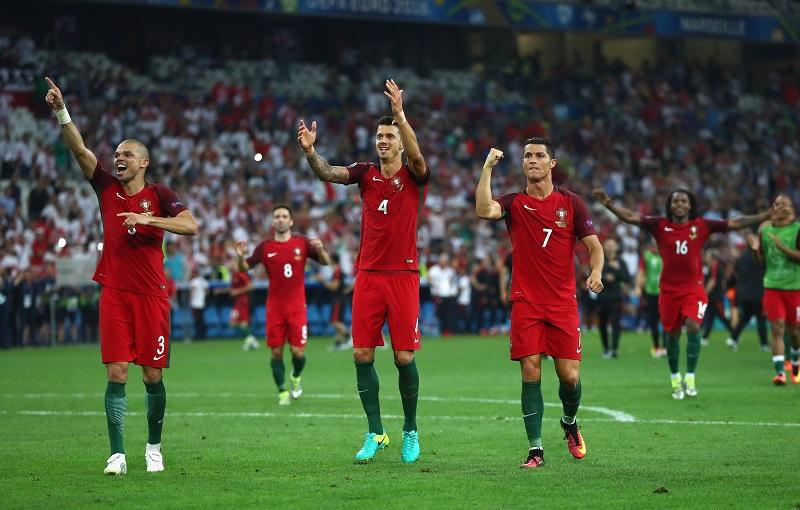 準決勝進出を喜ぶポルトガルの選手 [写真]=Getty Images