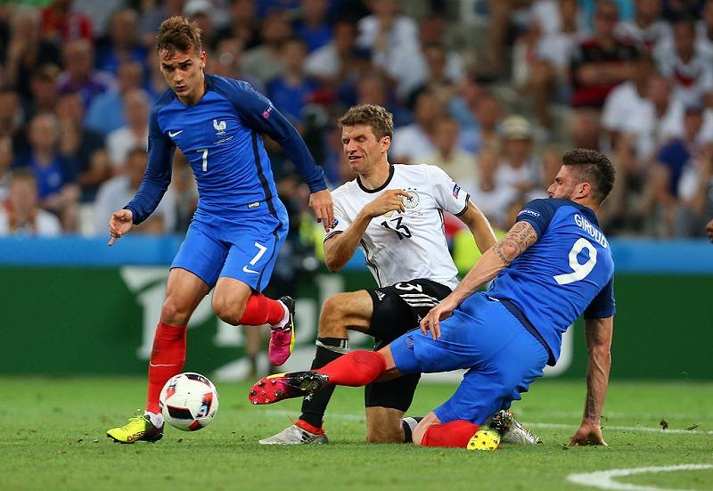 事実上の決勝戦と言われたドイツとの準決勝を制したフランスだがその代償は大きかった[写真]=Getty Images