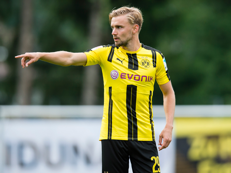 先発出場したシュメルツァー [写真]=Borussia Dortmund/Getty Images