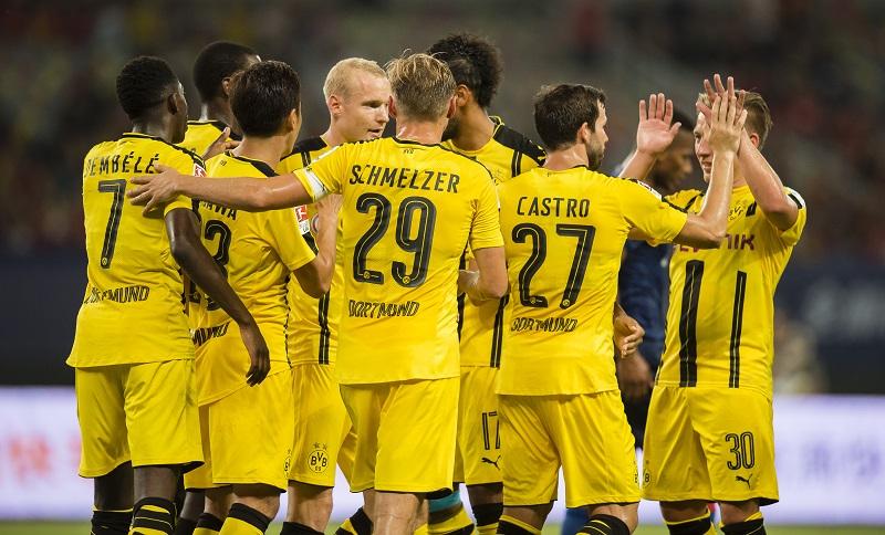 カストロ(右から2番目)の得点を祝うドルトムントの選手たち [写真]=Getty Images