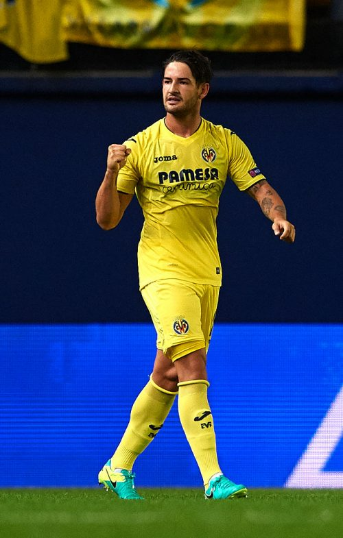 VILLARREAL, SPAIN - AUGUST 17:  Alexandre Pato of Villarreal celebrates scoring his team's first goal during the UEFA Champions League play-off first leg match between Villarreal CF and AS Monaco at El Madrigal on August 17, 2016 in Villarreal, Spain.  (Photo by Manuel Queimadelos Alonso/Getty Images)