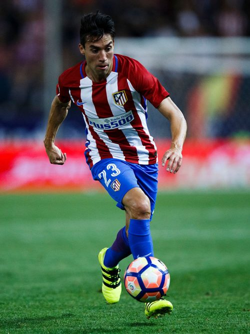 MADRID, SPAIN - AUGUST 21: Nicolas Gaitan of Atletico de Madrid controls the ball during the La Liga match between Club Atletico de Madrid and Deportivo Alaves at Vicente Calderon stadium on August 21, 2016 in Madrid, Spain. (Photo by Gonzalo Arroyo Moreno/Getty Images)