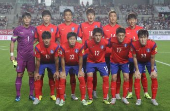 HWASUNG, SOUTH KOREA - SEPTEMBER 03:  South Korean team pose during the 2018 FIFA World Cup Qualifier Round 2 - Group G match between South Korea and Laos at Hwaseong on September 3, 2015 in Hwasung, South Korea.  (Photo by Chung Sung-Jun/Getty Images)