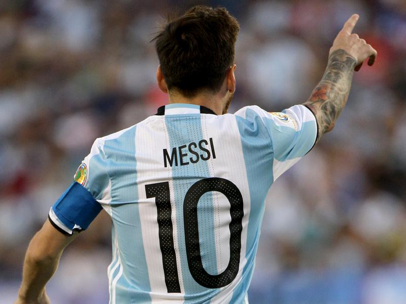 キャプテンと背番号「10」を纏ってきたエースが代表でのプレー続行を決断 [写真]=Corbis via Getty Images