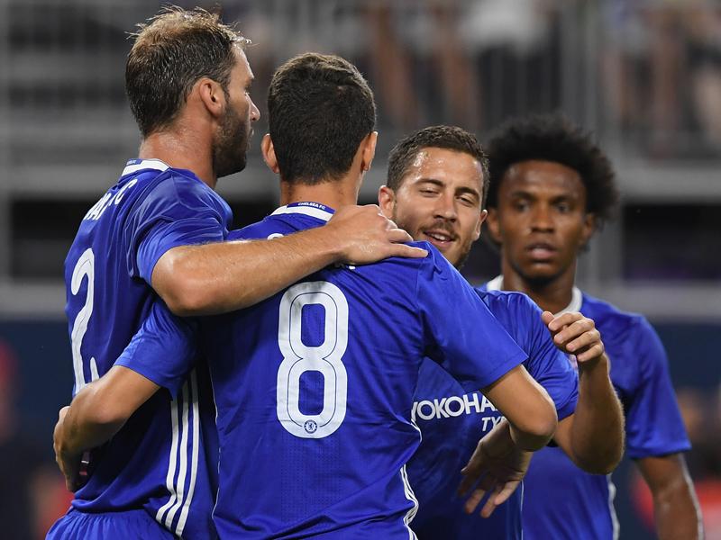 オスカルの自身2点目をチームメイトが祝福 [写真]=Chelsea FC via Getty Images