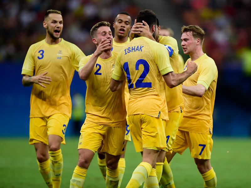 イシャク(12番)のゴールを喜ぶスウェーデンの選手たち [写真]=Getty Images