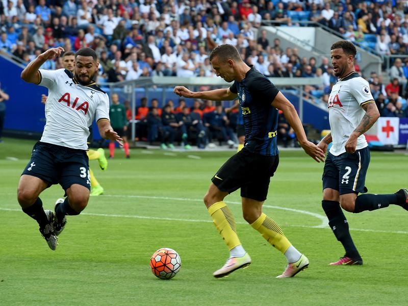 ペリシッチ(中央)が豪快な左足シュートを決めた [写真]=Inter via Getty Images