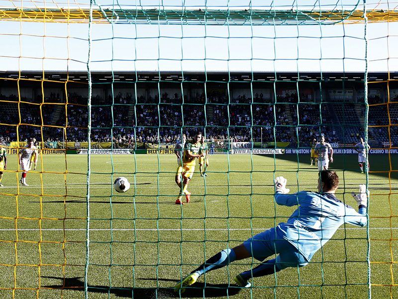 ハーフナーがPKで先制ゴールを決めた [写真]=VI-Images via Getty Images