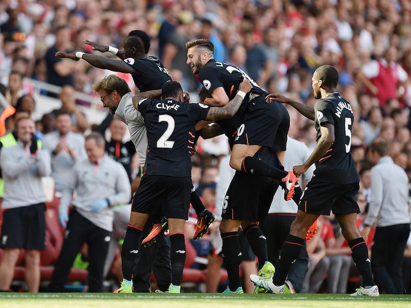 移籍後初ゴールを決めたマネと、喜ぶクロップ監督(左) [写真]=Liverpool FC via Getty Images