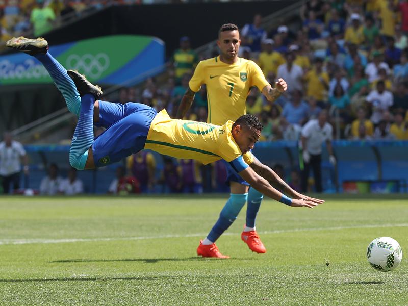 ボールを身体ごと押し込んでゴールネットを揺らした [写真]=Getty Images