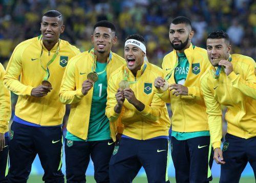 """●ブラジル代表、五輪優勝を祝して""""金""""髪に ネイマールは記念タトゥーも"""