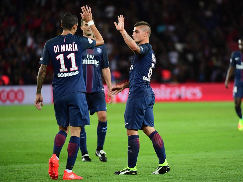 勝利を決定付ける3点目を決め、ディ・マリア(11番)と喜ぶヴェラッティ(右) [写真]=Icon Sport via Getty Images