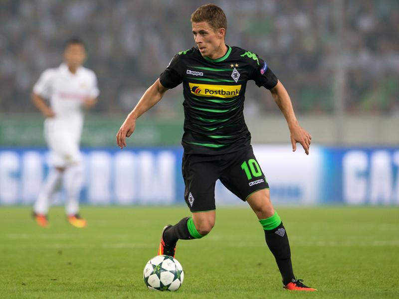 相手守備陣を翻弄し、ハットトリックを達成したアザール [写真]=Borussia Moenchengladbach via Getty Images