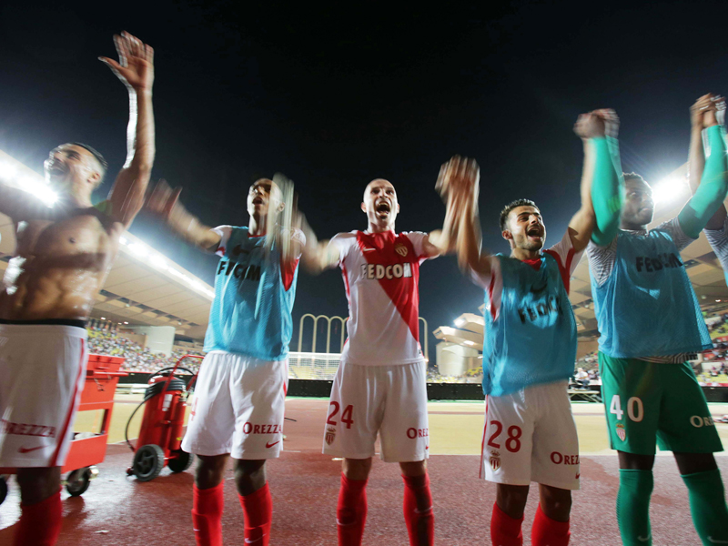 勝利を喜ぶモナコの選手たち [写真]=Icon Sport via Getty Images