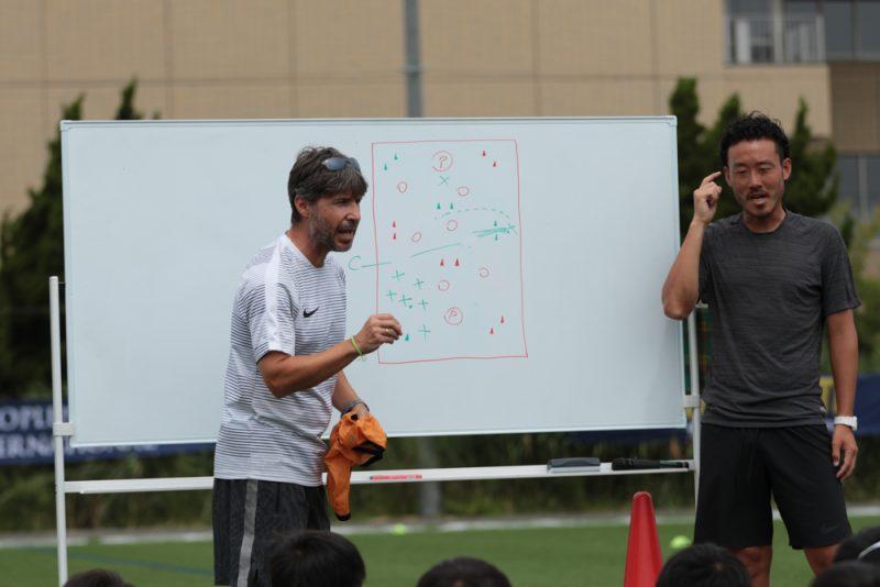 ミニゲームをメインに行った『スペインメソッドトレーニング』では, 随所でグティコーチの檄が飛んだ
