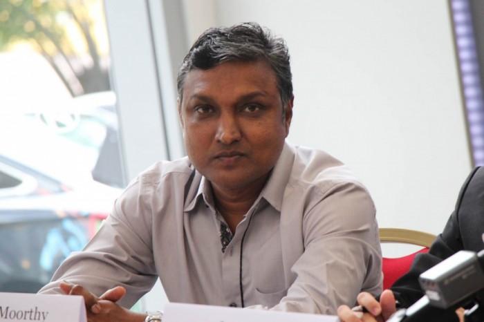 シンガポール代表の「監督代行」に就任したスンドラム―シー氏は、現役時代はストライカーとして活躍したシンガポールサッカー界のレジェンド。