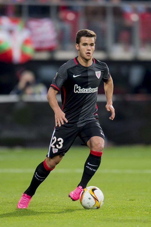 Ager Aketxe Barrutia of Athletic de Bilbao during the UEFA Europa League match between AZ Alkmaar and Athletic de Bilbao on October 1, 2015 at the AFAS stadium in Alkmaar, The Netherlands.(Photo by VI Images via Getty Images)