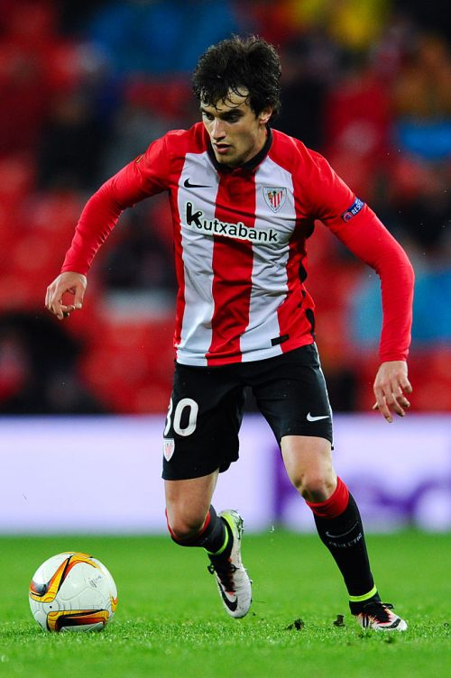 BILBAO, SPAIN - APRIL 07:  Inigo Lekue of Athletic de Bilbao runs with the ball during the UEFA Europa League quarter final first leg match between Athletic Bilbao and Sevilla at San Mames Stadium on April 7, 2016 in Bilbao, Spain.  (Photo by David Ramos/Getty Images)
