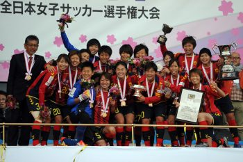 KAWASAKI, JAPAN - DECEMBER 27:  (EDITORIAL USE ONLY) Players of INAC Kobe Leonessa pose for photograph after the 37th Empress's Cup All Japan Women's Championship final match between INAC Kobe Leonessa and Albirex Niigata Ladies at the Todoroki Stadium on December 27, 2015 in Kawasaki, Kanagawa, Japan.  (Photo by Masashi Hara/Getty Images)